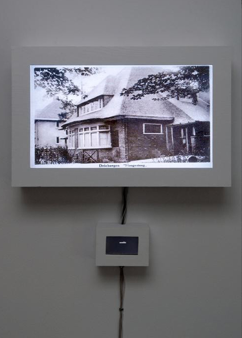 Installation view of 'Peoples' (2007). Credits: chatonsky.net.