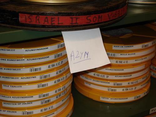 Een verzameling films die zijn aangetast door het azijnsyndroom. Foto: PACKED vzw.