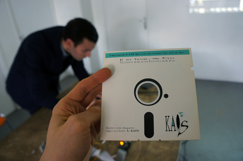Working with a 5¼-inch floppy that was used to distribute KAOS, a collection of generative literature works. Picture: iMAL.