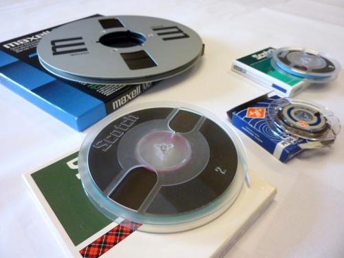 """1/4"""" banden in verschillende haspelmaten en van verschillende merken. Foto: Packed vzw."""